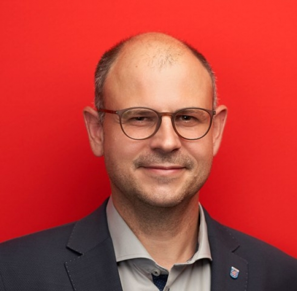 Norman Müller fordert Verwaltungsreform